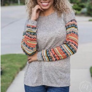 Moxie's Gray Top With Aztec Sleeves. Size 2XL.